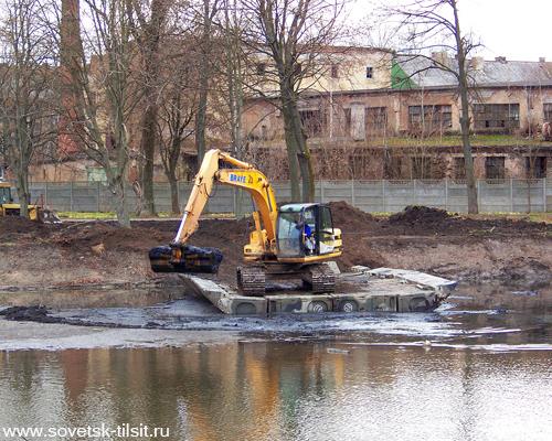 Озеро снова начали очищать
