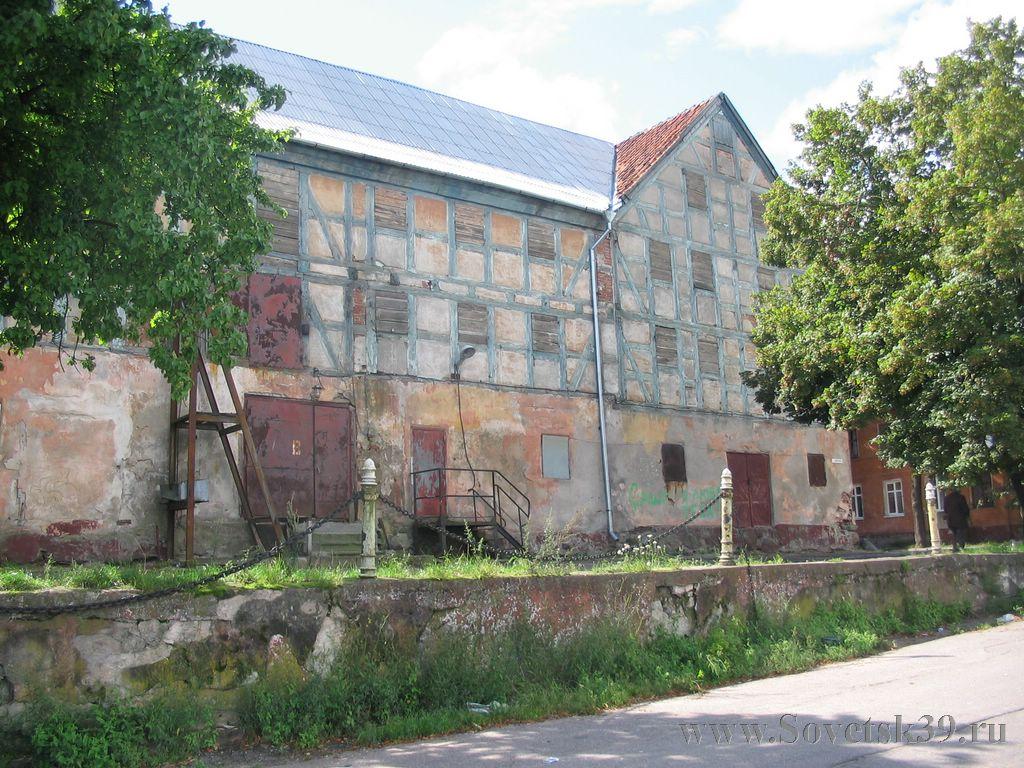 Разрушается единственное оставшееся фахверковое здание на набережной реки Неман, построенное в 18 веке